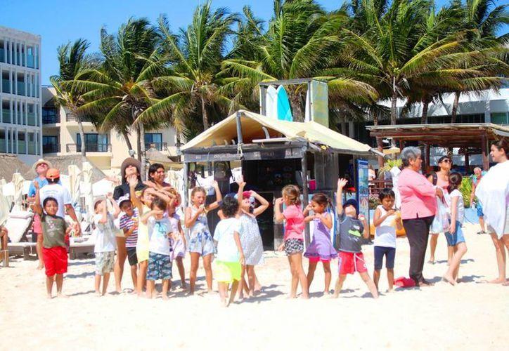 Protección Civil estimó que 50 mil personas recorrerán diariamente Playa del Carmen. (Daniel Pacheco/SIPSE)
