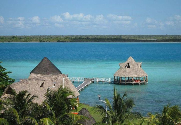 Aseguran que es necesario ofrecer más diversidad al turistas: después de visitar la Laguna de los Siete Colores, ya no hay más. (Foto/pueblosmexico.com.mx)