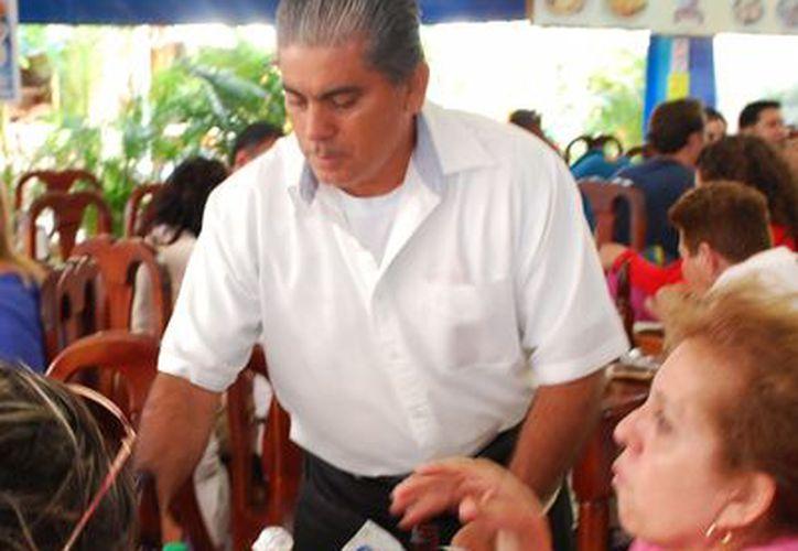 Trabajadores de restaurante y hoteles esperan incrementar sus ingresos.  (Tomás Álvarez/SIPSE)