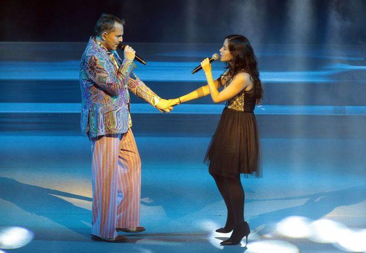 Sariñana toma con humor los comentarios que se convirtieron en 'Trending Topic' en Twitter sobre su dueto con Miguel Bosé. (Archivo Notimex)