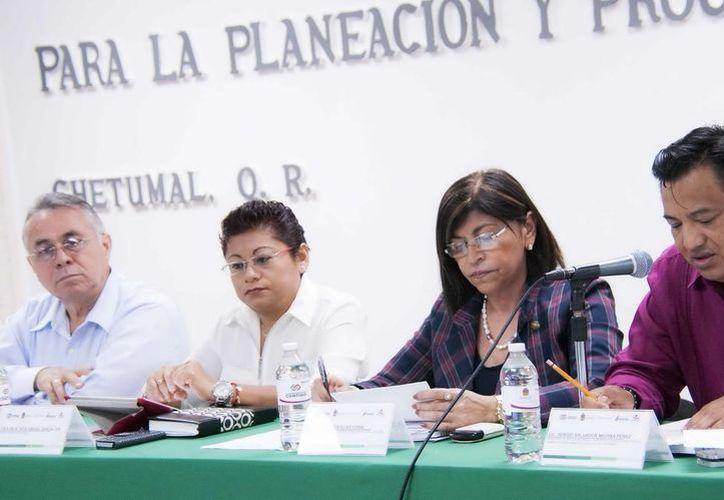 Durante la sesión se se abordaron los temas del plan de trabajo del próximo año y los resultados de la Prueba Enlace, entre otros. (Redacción/SIPSE)