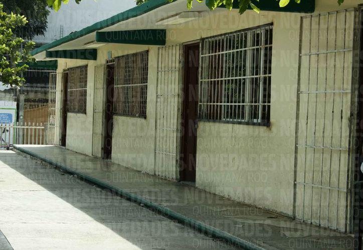 Revisaron escuelas que van a ser refugios en Solidaridad. (Adrián Barreto/SIPSE)