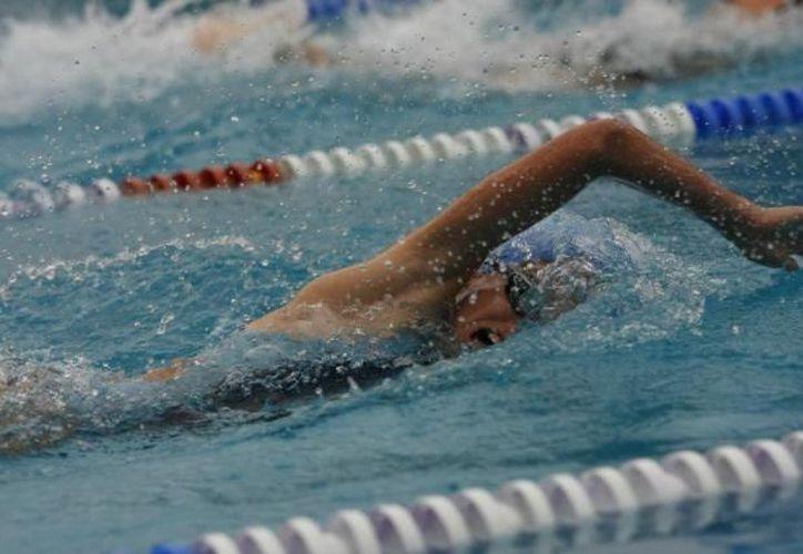 La natación figura entre los primeros eventos para disputarse un lugar en la ON. (Archivo/SIPSE)