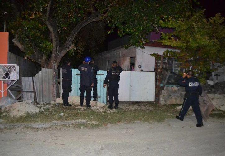Elementos de la Policía Estatal Preventiva acudieron a atender el reporte de extorsión. (Redacción/SIPSE)