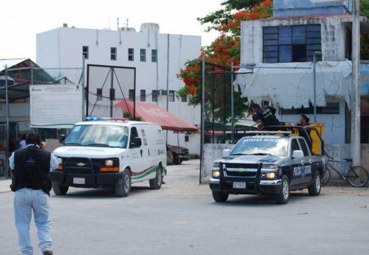 Fueron trasladados los cubanos a la cárcel. (Redacción/SIPSE