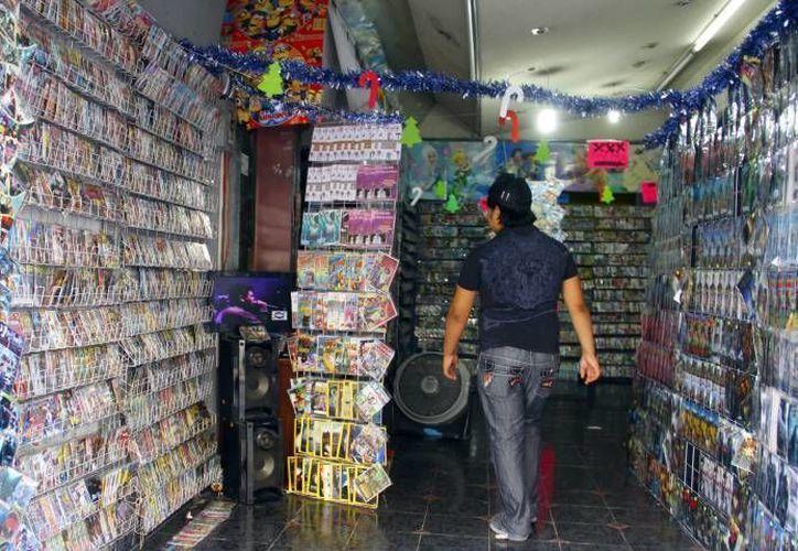 Al menos 3 horas duró un operativo de cateo en locales del Centro de Mérida para decomisar mercancía pirata. (SIPSE/Foto de archivo)