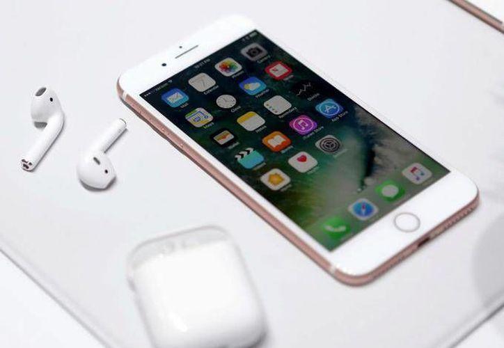 Apple indica que ya está trabajando en solucionar el error técnico que presenta el modo avión del iPhone 7. (Apple)