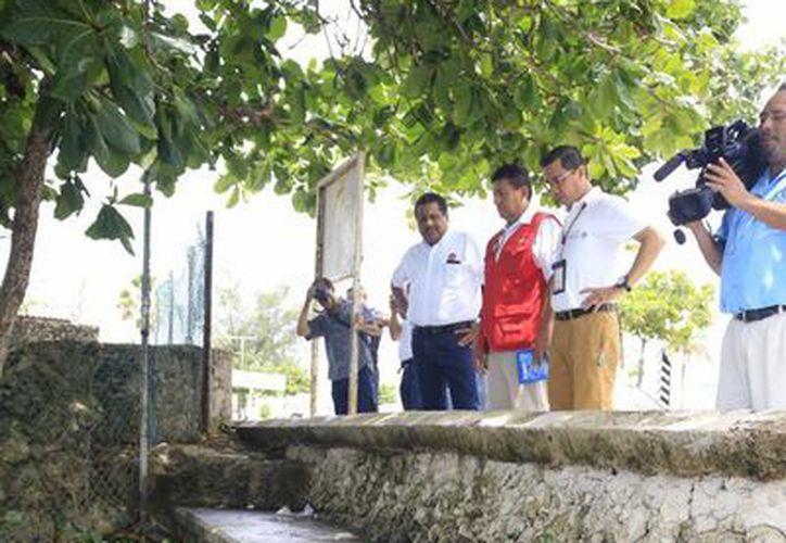 Inspeccionan a la Bahía de Chetumal por el combustible derramado.(Harold Alocer/SIPSE)