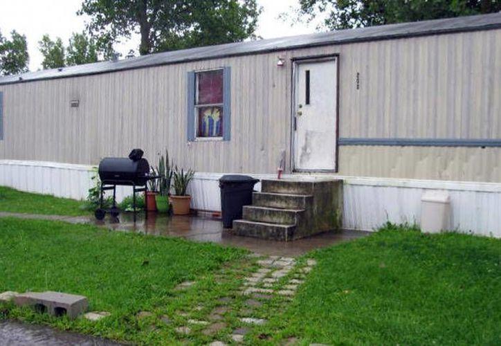 En imagen, la casa donde unos adolescentes guatemaltecos eran obligados a dormir, después de trabajar varias horas en una granja avícola en Marion, Ohio. (Associated Press)