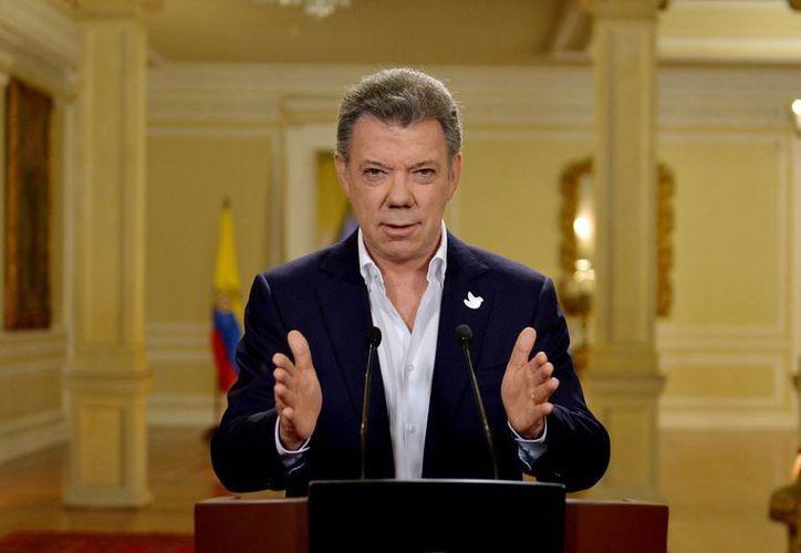 El presidente Juan Manuel Santos indicó que su gobierno y las FARC acordaron trabajar sin descanso para lograr la paz en Colombia. (EFE)