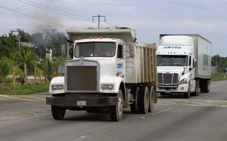 El gobierno del estado advierte que carece de recursos para las carreteras y caminos. (Carlos Horta/SIPSE)