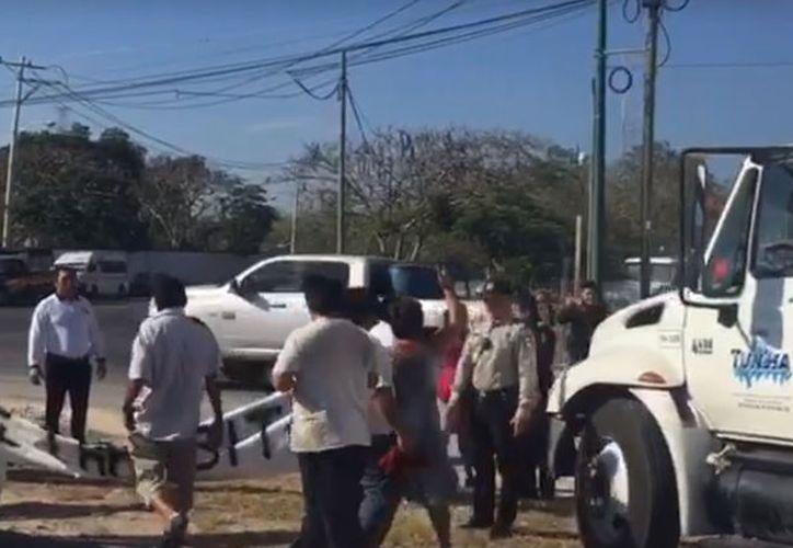 El cierre del Anillo Periférico causó un caos vehícular en la zona para los conductores que circulaban en esa zona. (Imagen tomada de Facebook)