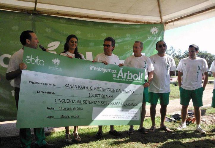 """La campaña """"¡Festejemos al árbol!"""" se da en el contexto del Día Mundial del Árbol. (Cecilia Ricárdez/SIPSE)"""