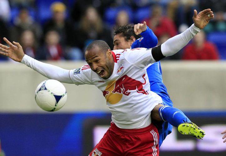 Thierry Henry ha roto varios récords de goleo, con la Selección Francesa, con el Arsenal inglés y con Red Bulls de Nueva York, con el que anunció que ya no jugará más. (Foto: AP)