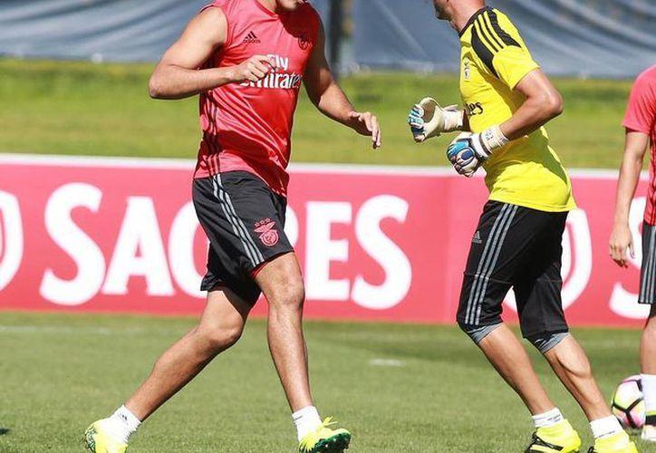 Raúl Jiménez se convirtió este martes en el jugador mexicano más caro: el Benfica pagó 22 mde al Atlético de Madrid. (Archivo/Facebook-SLBenfica)