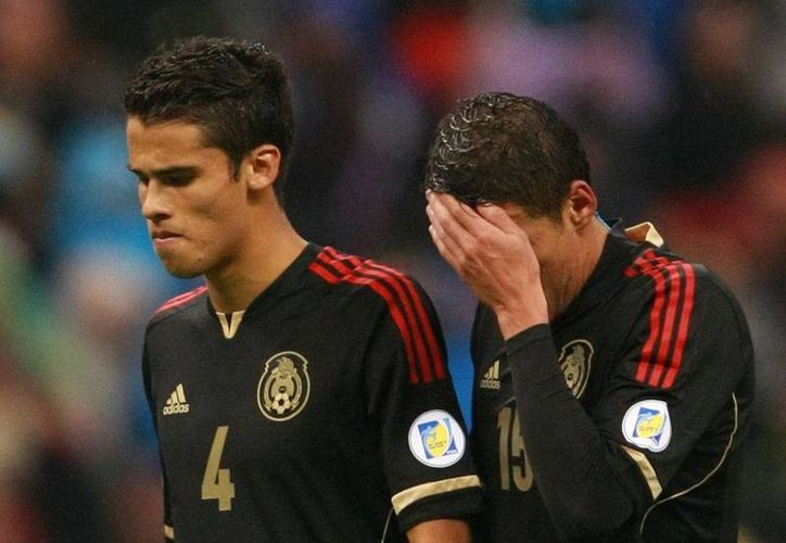Diego Reyes (izq.) buscará mañana, con su club, el Oporto, quitarse el mal sabor de boca que le dejó la derrota de la Selección Mexicana ante Honduras. (Archivo/Agencias)