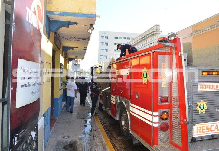 Un incendio acabó con parte del inventario y maquinaria de una fábrica de ropa, en Mérida. (SIPSE)