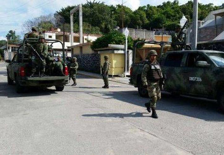 Elementos de la Fuerza Civil y del Ejército Mexicano desplegaron un operativo para localizar a los sacerdotes. (Milenio)