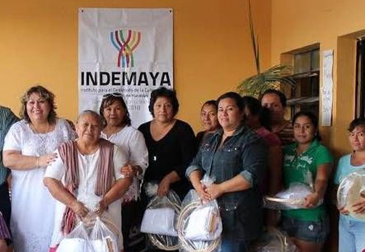 Imagen de los beneficiados de los programas Impulso a Procesos de Desarrollo Comunitario y Fondo de Apoyo a Migrantes. (Milenio Novedades)