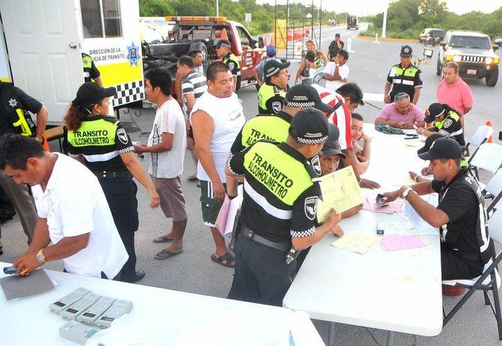 A medidas establecidas, como el alcoholímetro, se suma la iniciativa de penalizar a quienes estando ebrios causen accidentes fatales. (Tomás Álvarez/SIPSE)