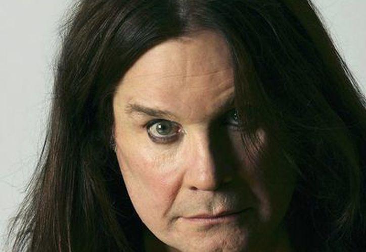 Ozzy Osbourne, de 64 años, dice que logró estar sobrio durante 44 días. (www.fanpop.com/Archivo)