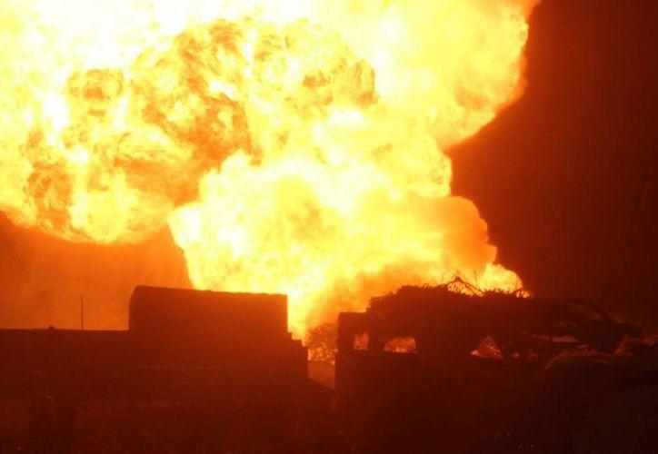 Uno de los problemas para sofocar el incendio fatal en Panamá fue la baja presión en los hidrantes. (EFE/Foto de contexto)