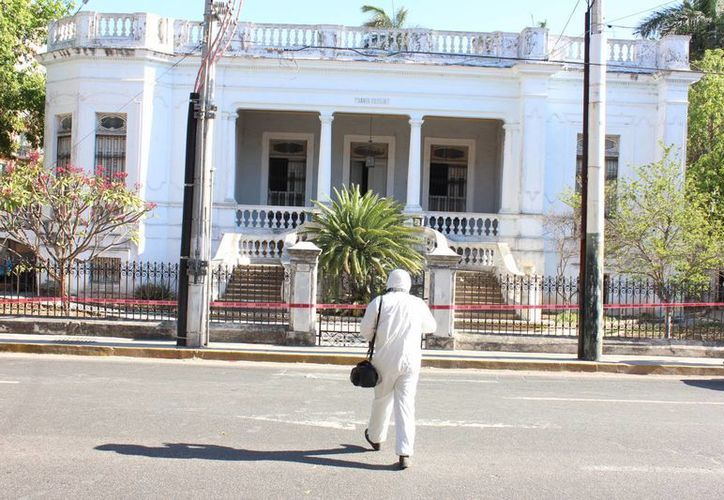 Esta es la casona Santa Cecilia de la avenida Colón donde después de varios días fueron hallados los cadáveres de dos ancianos que eran matrimonio y que fueron asesinados con saña. (Aldo Pallota/SIPSE)