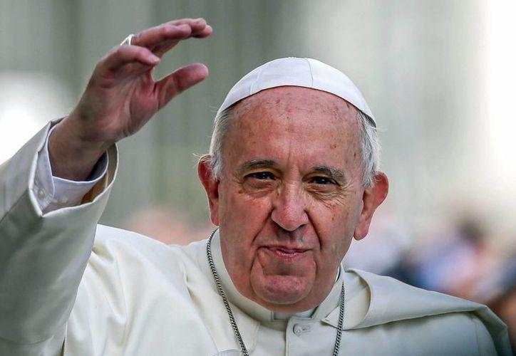 El Papa Francisco dijo que se debe considerar como 'un hermano con quien compartir el pan' a todos los que han 'huido de su propia tierra a causa de la guerra'. (EFE)