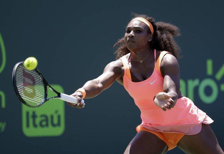 Serena Williams confesó que ante Sabine Lisicki no jugó bien, pero su esfuerzo la sacó adelante para calificar a las semifinales del Abierto de Miami. (Foto: AP)