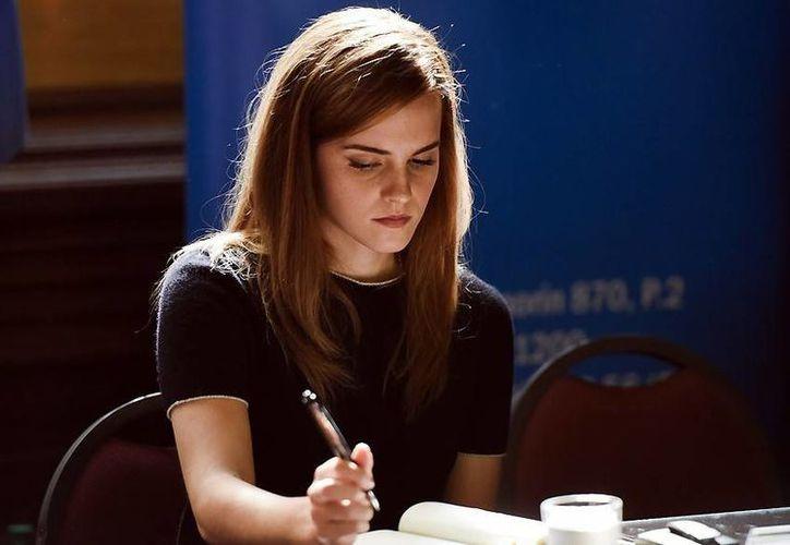 Emma Watson ha sido reconocida en los últimos años por su apoyo a la lucha feminista y en busca de la equidad de género. La joven actriz confesó en una entrevista que ha sido víctima de violencia sexual. (Archivo AP)