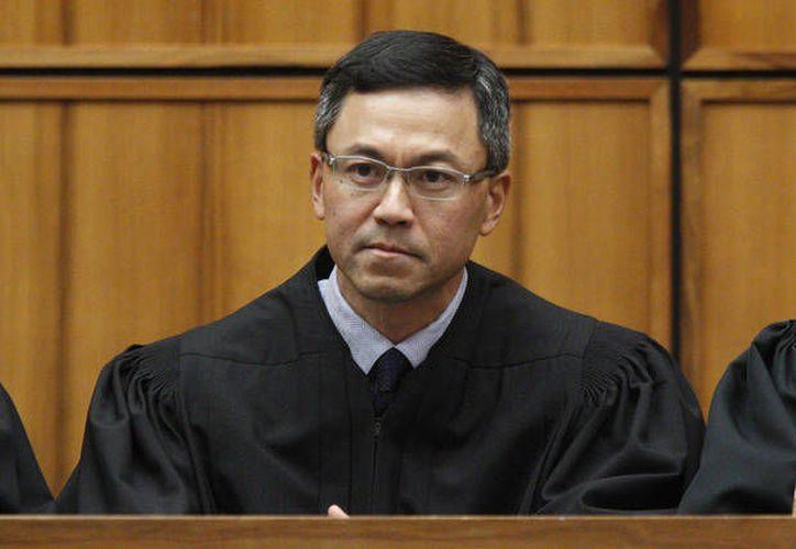 El juez federal Derrick Watson emitió su fallo tras escuchar los argumentos de la solicitud de Hawái. (staradvertiser.com)