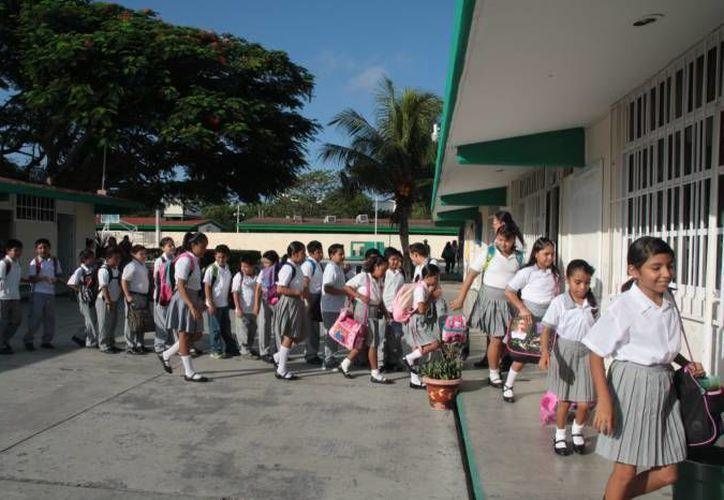 Durante un recorrido esta mañana en nueve escuelas, siete de ellas suspendieron clases. (Archivo/SIPSE)