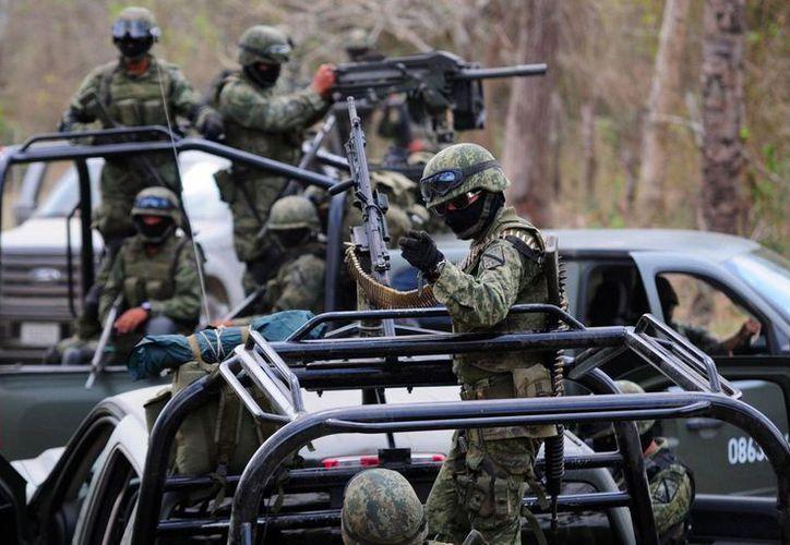 En cuatro años de la Administración de Peña Nieto el despliegue de militares en bases mixtas de seguridad pública ha crecido de mil 680 soldados en 2012 a tres mil 386 en 2016. (Archivo/Agencias)