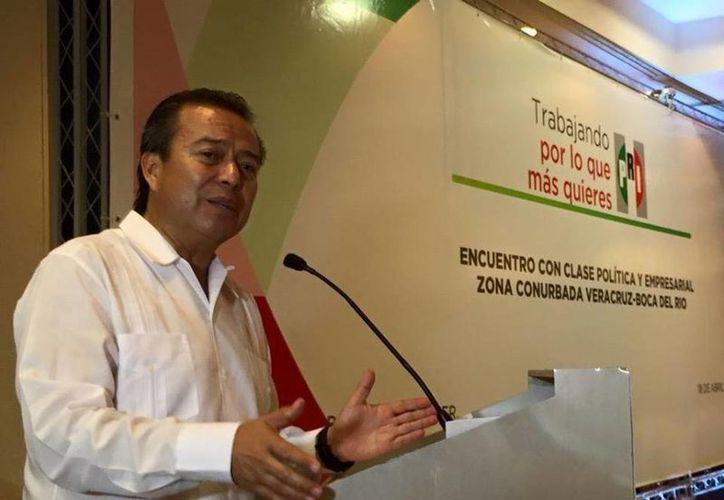 César Camacho viajó a Veracruz para apoyar las candidaturas de diputados federales en ese estado. (Facebook/César Camacho)