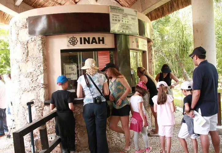La Secretaría de Fomento Turístico y Cultur anunciaron la apertura de dos módulos turísticos, uno en Chichen Itzá y otro en la Terminal de Cruceros en el Puerto de Progreso. (José Acosta/Milenio Novedades)