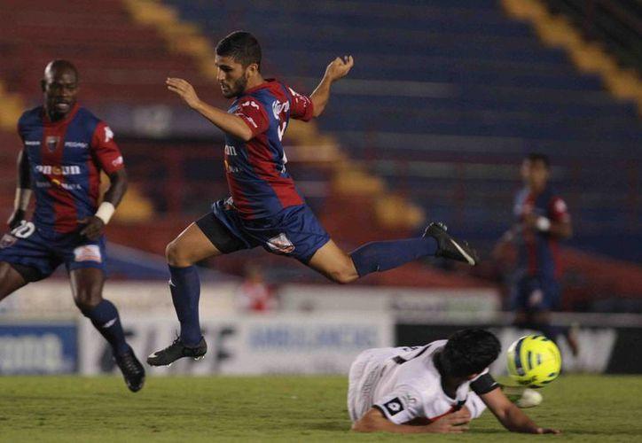 Su tercer gol de la temporada valió para que los Potros de Hierro inauguraran el marcador ante Alebrijes. (Redacción/SIPSE)