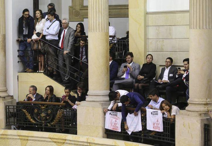 Este nuevo acuerdo por la paz en Colombia logra aprobarse tras la derrota en el refreréndum. (AP/Ivan Valencia)