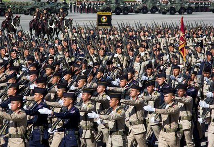 Enrique Peña Nieto refrendó su compromiso de trabajar con el Poder Legislativo para definir un marco jurídico que dé certeza a soldados.(Foto: Milenio)
