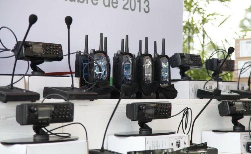 Los equipos de radiocomunicación permitirán fortalecer la atención a llamados de auxilio. (Cortesía/SIPSE)