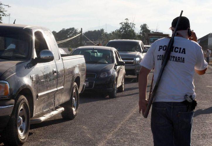 El surgimiento de policías comunitarias para combatir al crimen motivó la llegada de fuerzas federales a Michoacán, ante lo cual Guerrero teme que los delincuentes entren a su territorio.(Archivo/Noitimex)
