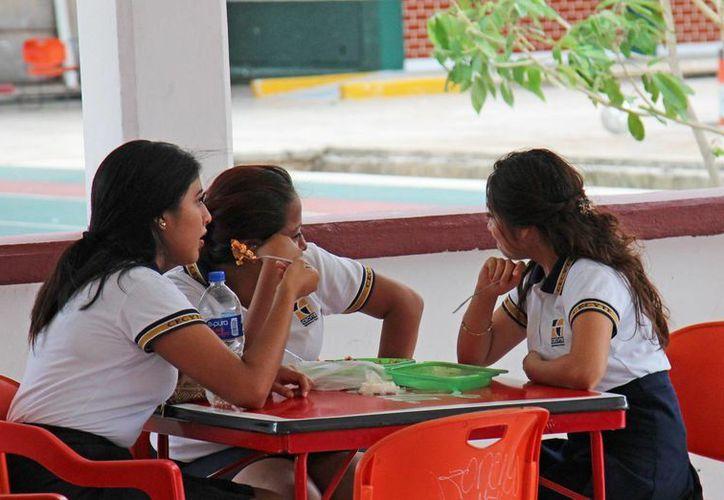 Los alumnos podrían gastar hasta 30 pesos por el desayuno. (Jesús Tijerina/SIPSE)