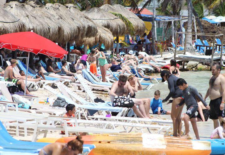Entre enero y febrero, arribaron 85 mil 966 extranjeros en diversos puntos del municipio. (Joel Zamora/SIPSE)