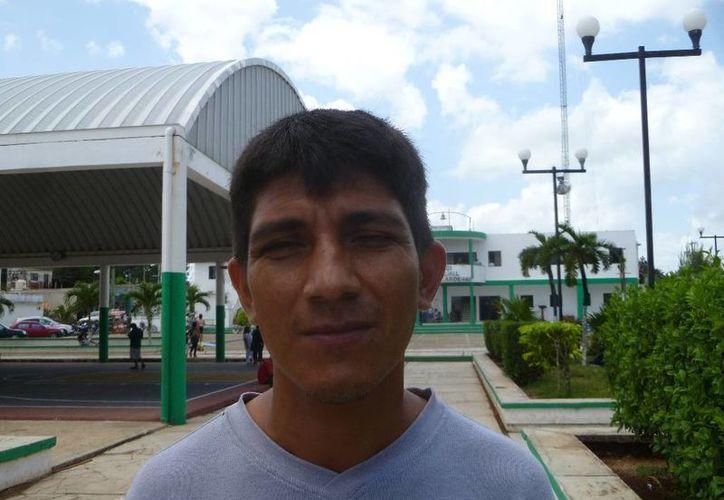 El presidente del Comisariado Ejidal apoyo del gobierno. (Raúl Balam/SIPSE)