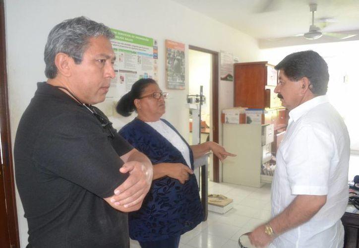 Funcionarios de Salud acudieron a corroborar la situación en el centro médico. (Edgardo Rodríguez/SIPSE)
