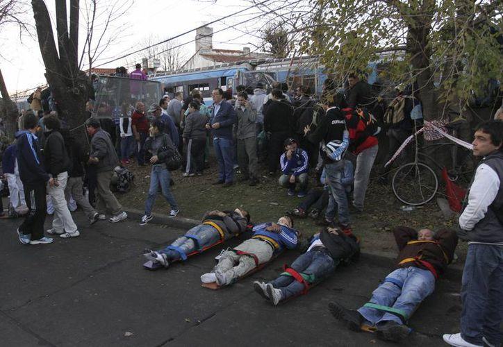 Choque de trenes en Buenos Aires en Argentina con 3 muertos y 155 heridos (Agencias)