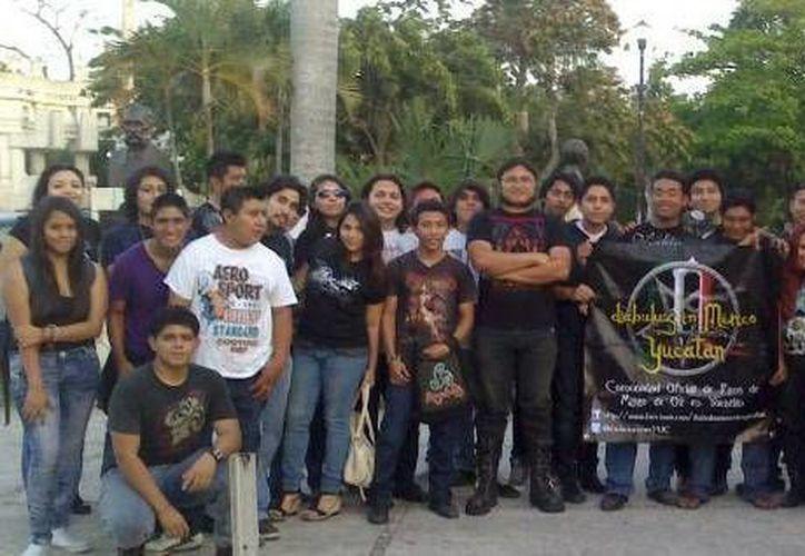 Clubes de Mérida ofrecen orientación y hospedaje a fans de otros Estados. (Milenio Novedades)