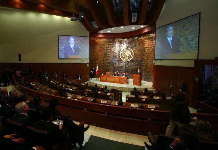 Un diputado del PAN acusa a la fracción perredista del Congreso de Jalisco de proteger a María Alejandra Lúa Rodríguez, quien 'nunca trabajó'. La imagen corresponde al pleno del Legislativo jalisciense. (proyectodiez.mx)