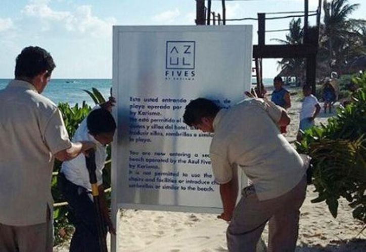 Personal de Zofemat ordenó retirar el letrero, acción que realizaron trabajadores del hotel. (Foto: Zofemat)