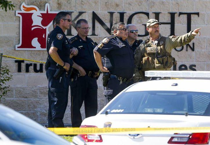Las actividades de la empresa Knight Transportation en Katy, Texas, fueron suspendidas mientras se investiga el homicidio de un trabajador y el suicidio de un extrabajador. (AP)