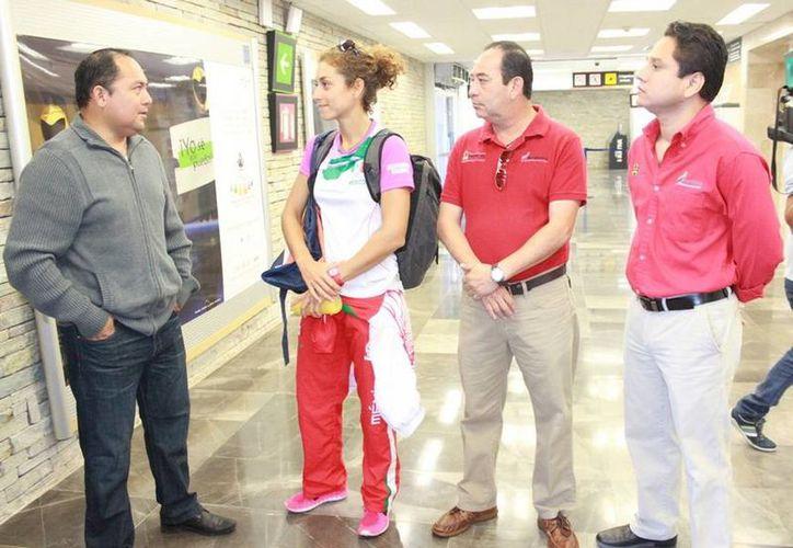 La velerista, Demita Vega Delille, partió rumbo a Veracruz para representar a Quintana Roo en los Juegos Centroamericanos y del Caribe 2014. (Redacción/SIPSE)